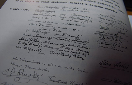 Declaration of the Czech historical royalty (Schlik František signed fourth from the bottom)
